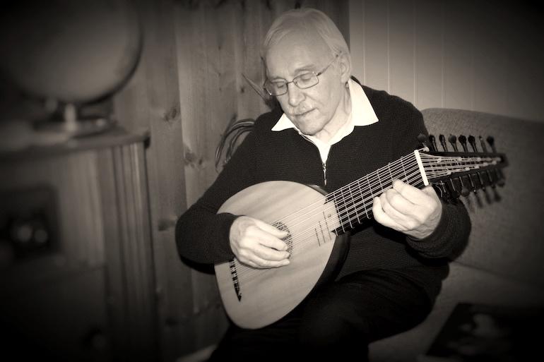 Frank Antonsen, Norwegian amateur guitar and lute player, reviews the LLD ® 8c Renaissance lute