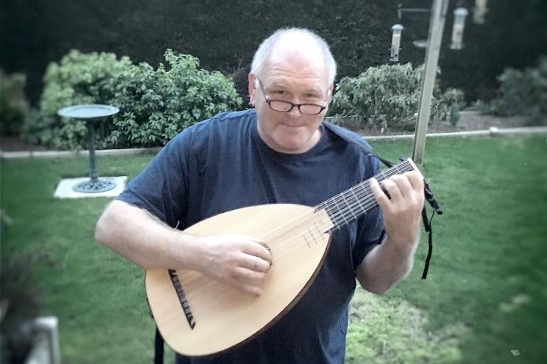 Paul Craven, luthiste amateur anglais, commente le luth Renaissance 8c LLD ® Dowland